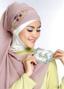 Cara Memakai Jilbab Segiempat Two Tone