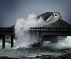 jalan raya di samudra atlantic norwegia