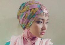 Tampil modis dengan hijab di Pesta Pernikahan