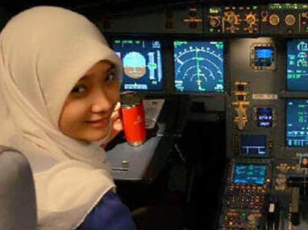 foto pilot fizzy air asia