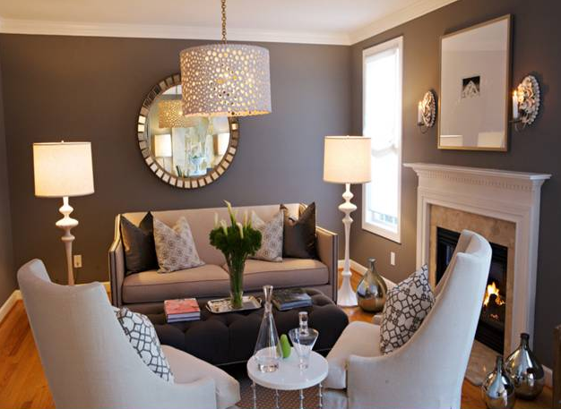 interior ruang keluarga yang mengandalkan pencahayaan