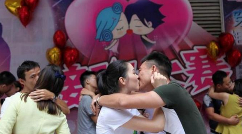 foto lomba ciuman di china